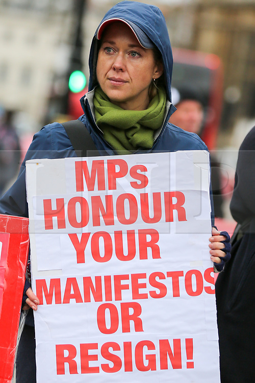 © Licensed to London News Pictures. 06/03/2019. London, UK. Anti-Brexit and Pro-Brexit demonstrators protest outside the Houses of Parliament. Photo credit: Dinendra Haria/LNP
