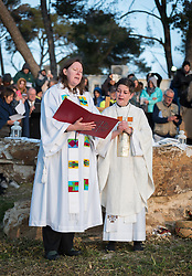 20 April 2019, Jerusalem: Carey Ballenger (right) and Jeni Falkman Grangaard (left) lead an Easter Sunday sunrise service at Jabal Allah (God's Mountain) on the Mount of Olives in Jerusalem, held by the Lutheran Church of the Redeemer (English-speaking congregation).