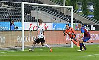 Fotball Kvalifisering1.runde til Europa League<br /> Rosenborg - FK Jelgava<br /> <br /> 3 juli 2014<br /> Lerkendal Stadion, Trondheim<br /> <br /> <br /> Morten Gamst Pedersen scorer 1-0 for Rosenborg, mens Jelgavas keeper Kaspars Ikstens og kaptein Gints Freimanis blir tilskuere<br /> <br /> <br /> <br /> Foto : Arve Johnsen, Digitalsport