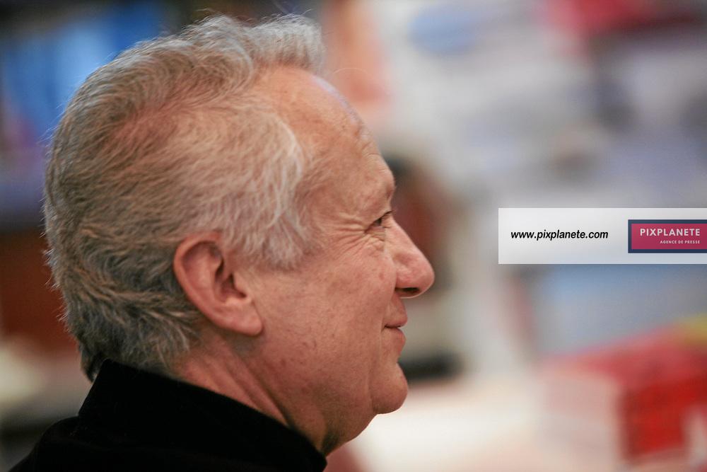 Jean Marie Cavada - Salon du livre 2007 - Paris, le 24/02/2007 - JSB / PixPlanete