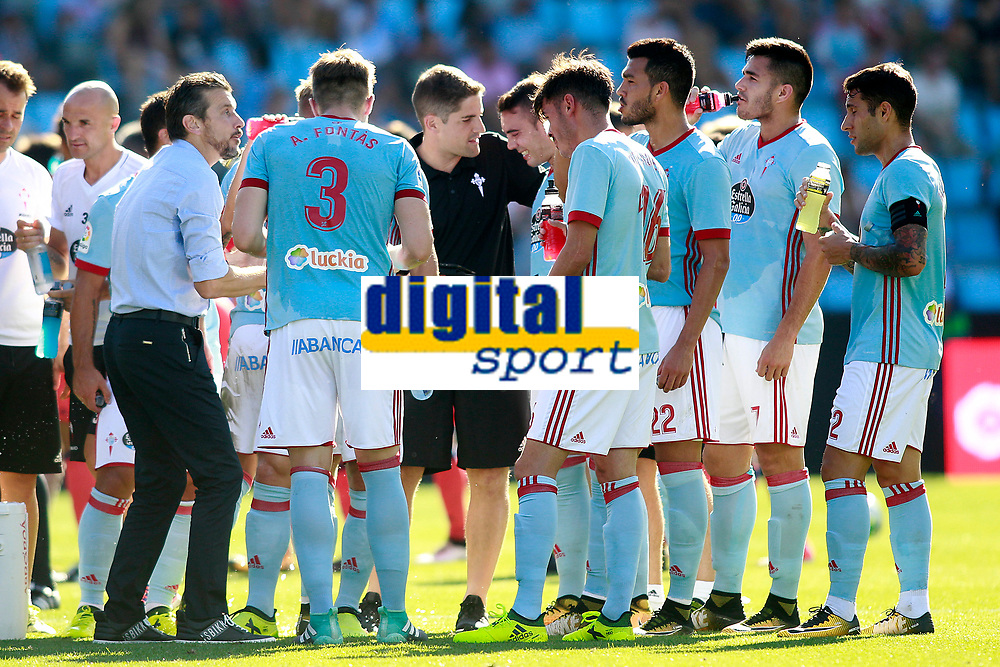 Celta de Vigo's coach Juan Carlos Unzue with his players during cooling break in La Liga match. August 19,2017. (ALTERPHOTOS/Acero)
