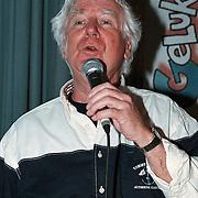 100ste Aflevering van Toen Was Geluk Heel Gewoon, Gerard Cox zingend