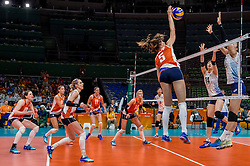 16-08-2016 BRA: Olympic Games day 11, Rio de Janeiro<br /> De Nederlandse volleybalsters staan in de olympische halve finales. In een overtuigende wedstrijd, waarin alleen de derde set werd verloren, was Oranje te sterk voor Zuid-Korea: 25-19, 25-14, 23-25 en 25-20 / Robin de Kruijf #5 slaat het laatste punt binnen. Debby Stam-Pilon #16, Laura Dijkema #14, Myrthe Schoot #9, Anne Buijs #11, Lonneke Sloetjes #10 kijken toe.