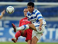 Fotball<br /> Tyskland<br /> 22.07.2011<br /> Foto: Witters/Digitalsport<br /> NORWAY ONLY<br /> <br /> v.l. Daniel Adlung, Jiayi Shao (Duisbug)<br /> 2. Bundesliga, MSV Duisburg - FC Energie Cottbus