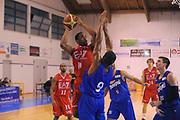 DESCRIZIONE : Borgosesia Torneo di Varallo Lega A 2011-12 EA7 Emporio Armani Milano Novipiu Casale Monferrato<br /> GIOCATORE : Malik Hairston<br /> CATEGORIA :  Tiro Penetrazione<br /> SQUADRA : EA7 Emporio Armani Milano<br /> EVENTO : Campionato Lega A 2011-2012<br /> GARA : EA7 Emporio Armani Milano Novipiu Casale Monferrato<br /> DATA : 10/09/2011<br /> SPORT : Pallacanestro<br /> AUTORE : Agenzia Ciamillo-Castoria/A.Dealberto<br /> Galleria : Lega Basket A 2011-2012<br /> Fotonotizia : Borgosesia Torneo di Varallo Lega A 2011-12 EA7 Emporio Armani Milano Novipiu Casale Monferrato<br /> Predefinita :
