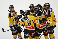 02.02.2016, Albert Schultz Eishalle, Wien, AUT, EBEL, UPC Vienna Capitals vs Dornbirner Eishockey Club, Platzierungsrunde, im Bild Torjubel Simon Gamache (UPC Vienna Capitals), Rafael Rotter (UPC Vienna Capitals), MacGregor Sharp (UPC Vienna Capitals), Jamie Fraser (UPC Vienna Capitals) und Philippe Lakos (UPC Vienna Capitals) // during the Erste Bank Icehockey League placement round match between UPC Vienna Capitals and Dornbirner Eishockey Club at the Albert Schultz Ice Arena, Vienna, Austria on 2016/02/02. EXPA Pictures © 2016, PhotoCredit: EXPA/ Thomas Haumer