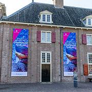 NLD/Apeldoorn//20170322 - Beatrix opent hoedententoonstelling Chapeaux in Paleis 't Loo, Ingang Tentoonstelling
