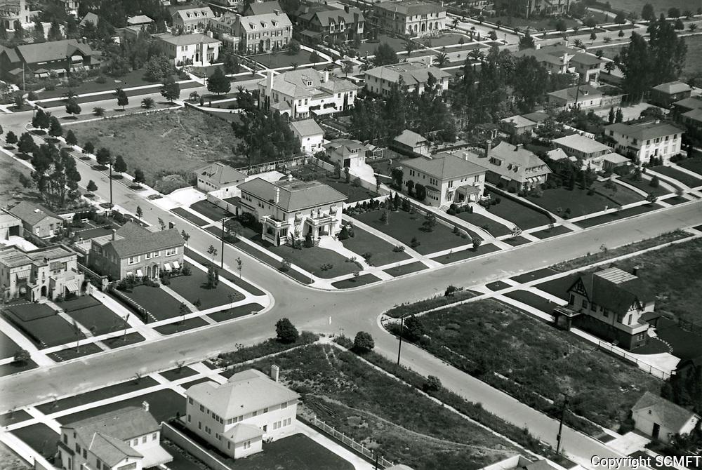 1921 Windsor Square houses at 4th St. & Lucerne St.