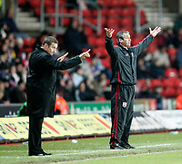DANNY WILSON and  GEORGE BURLEY urges on their teams<br /> <br /> SOUTHAMPTON V MK DONS FA CUP THIRD RND 7.1.06 <br /> <br /> PHOTO SEAN RYAN FOTOSPORTS INTERNATIONAL