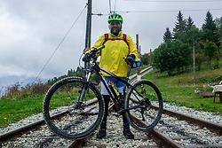 12-09-2017 FRA: BvdGF Tour du Mont Blanc day 3, Chamonix<br /> We starten deze dag met een prachtige afdaling. Nadien splitsen de groepen en volgt een pittige klim waarbij we de spoorlijn kruisen. Daarna worden we beloond met een mooie flowtrail alvorens we het bergsportmekka Chamonix bereiken. Carlos