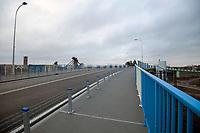 Sokolka, woj. podlaskie, 27.11.2019. Uroczyste otwarcie nowego wiaduktu nad torami kolejowymi prowadzacymi w kierunku granicy z Bialorusia. Wybudowany kosztem 64 mln zlotych wiadukt, ulatwi zycie mieszkancom powiatowej Sokolki, ktorzy czasami musieli czekac nawet 15-20 minut na podniesienie szlabanu. N/z wiadukt na chwile przed oficjalnym otwarciem fot Michal Kosc / AGENCJA WSCHOD