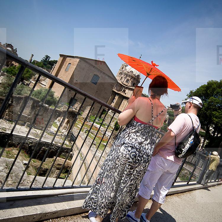 Turisti ai Fori Imperiali a Roma<br /> <br /> Visitors admire the Fori Imperiali in Rome