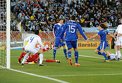 22.06.2010, Peter Mokaba Stadium, Polokwane, RSA, FIFA WM 2010, Greece (GRE) vs Argentina (ARG), im Bild Il gol dell'1-0 di Martin Demichelis (Argentina).Martin Demichelis 's 1-0 leading goal scored for Argentina.. EXPA Pictures © 2010, PhotoCredit: EXPA/ InsideFoto/ Giorgio Perottino +++ for AUT and SLO only +++ / SPORTIDA PHOTO AGENCY