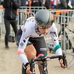 11-03-2021: Wielrennen: Healthy Ageing Tour: Lauwersoog. <br />Femke Gerritse