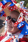 24 hours before the royal marriage of Prince William and Kate Middleton, Gwen Woolley from the English town of Utoxeter relaxes in the sun. Taking place on Friday 30th April in front of millions of Britons and foreign tourists (many American), the crowds are already gathering to claim their ideal locations in the front rows along the procession route.