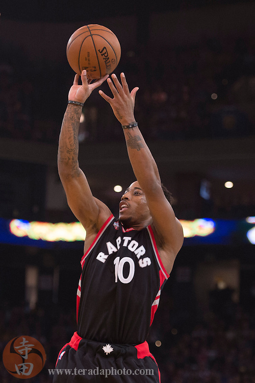 November 17, 2015; Oakland, CA, USA; Toronto Raptors guard DeMar DeRozan (10) shoots the basketball against the Golden State Warriors during the first quarter at Oracle Arena.