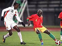 Fotball<br /> 20.11.2007<br /> Angola v Guinea<br /> Foto: Dppi/Digitalsport<br /> NORWAY ONLY<br /> <br /> FOOTBALL - FRIENDLY GAMES 2007/2008 - ANGOLA v GUINEA - 20/11/2007 - MOHAMED CISSE (GUI) / MANUCHO (ANG)