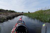 kayak in narrow passage at Foten - kajakk i trang kanal, Foten utenfor Fredrikstad, Østforld