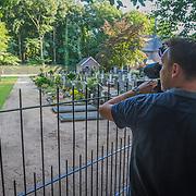 NLD/Lage Vuursche/20130813 - Kerkhof en Stulpkerk in Lage Vuursche waar prins Friso begraven zal worden op 17 augustus, camerman maakt opname