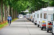 Nederland, the Netherlands, Nijmegen, 11-7-2016Ruim voordat de officiele vierdaagsecamping open gaat op woensdag hebben deelnemers al enkele tientallen caravans en campers opgesteld langs de toegangsweg naar deze kampeerplaats voor de 100e 4daagse .De voorbereidingen voor de komende vierdaagse en bijhorende zomerfeesten zijn in volle gang. Zaterdag gaan de zomerfeesten in de stad van start en vanaf dinsdag de lopers aan de vierdaagse.Foto: Flip Franssen