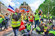Nederland, Nijmegen, 11-5-2019Landelijke demonstratie van Gele Hesjes door de binnenstad. Hoewel de opkomst wat tegenviel vetrok de bonte stoet vanaf het station naar Plein44 . Onderweg werd een kruispunt bij het Joris Ivensplein geblokkeerd, maar na 10 minuten liep men weer verder waardoor het verkeer weer verder kon .Foto: Flip Franssen. Foto: Flip Franssen