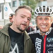 NLD/Almere/20160924 - Start fietstocht BN'ers trappen darmkanker de wereld uit, Arie Koomen en Micheal Boogerd