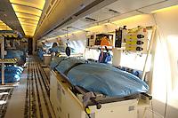08 DEC 2004, AIRSPACE/GERMANY:<br /> Innenraum einer Airbus A 310 MRT MedEvac, Ambulanz-Flugzeug fuer Medical Evacuation, ein durch Einruestung von medizinischem Geraet zur fliegenden Intensivstation umgebautes Flugzeug der Flugbereitschaft BMVg. Weltweit kann der Transport von schwer- und schwersverletzten Personen unter intensivmedizinischer Betreuung erfolgen. Der MedEvac Ruestsatz besteht aus 6 Patiententransporteinheit (Intensivmedizin) und 38 bis 56 Patienten-Liege-Plaetzen. Hier in der 10+24 A310-304 C/N 434 Otto Lilienthal<br /> IMAGE: 20041208-01-001<br /> KEYWORDS: Luftwaffe, Bundeswehr, Bundesluftwaffe, plane, Transport