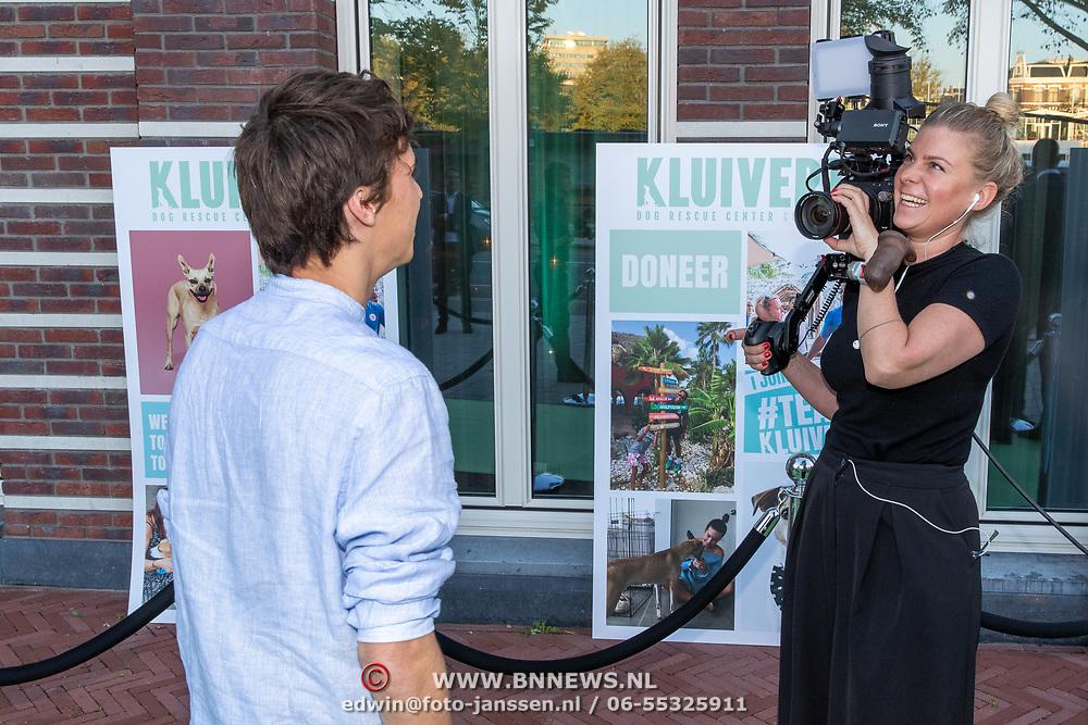 NLD/Amsterdam/20181005 - Benefietdiner Kluivert Dog rescue, Nino Wilkes - Kluivert word geintervieuwd