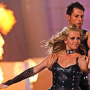 NLD/Hilversum/20110204 - 2e Liveshow Sterren Dansen op het IJs 2011, Monique Smit en schaatspartner Joel Geleynse