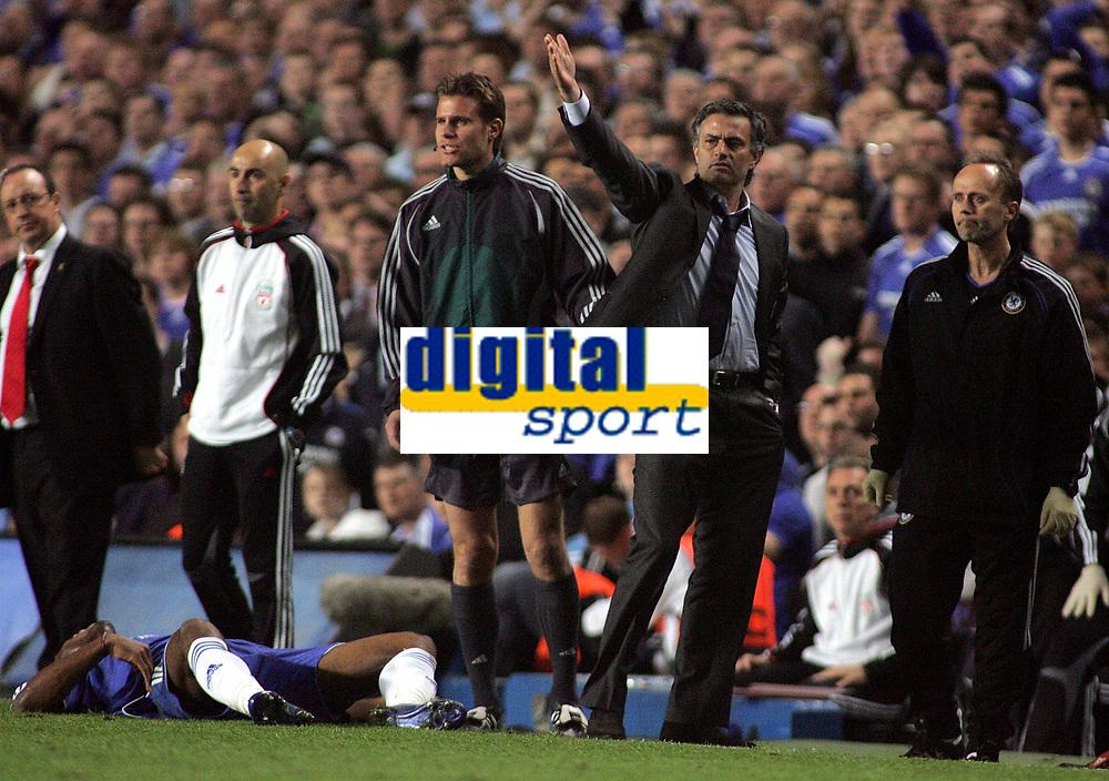 Photo: Paul Thomas.<br /> Chelsea v Liverpool. UEFA Champions League. Semi Final, 1st Leg. 25/04/2007.<br /> <br /> Jose Mourinho
