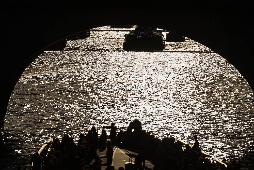 France. Paris. Seine river and bridges. / la seine au coucher du soleil