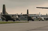 15 JUL 2002, PENZING/GERMANY:<br /> C160D Transall, Transportflugzeuge, Lufttransportgeschwader 61 der Bundeswehr, auf dem Fliegerhorst Penzing<br /> IMAGE: 20020715-01-051<br /> KEYWORDS: Luftwaffe, Transportflugzeug, Flugzeug, plane, am Boden, Flughafen