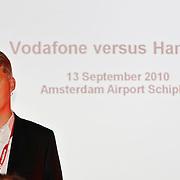 NLD/Schiphol/20100913 - McLaren Formule 1 coureur Lewis Hamilton racet tegen een virtuele auto van Vodafone op landingsbaan Schiphol, Jens Schulte - Bockum
