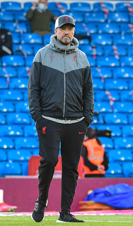 LEEDS, ENGLAND - Monday, April 19, 2021: Liverpool's manager Jürgen Klopp during the pre-match warm-up before during the FA Premier League match between Leeds United FC and Liverpool FC at Elland Road. (Pic by Propaganda)