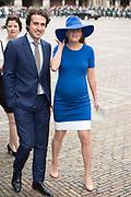 Prinsjesdag - Aankomst politici bij de Ridderzaal. Zoals ieder jaar ging Prinsjesdag ook dit keer weer gepaard met hoedjes in allerlei soorten en maten.<br /> <br /> Op de foto / On the photo: <br />  GroenLinks-fractieleider Jesse Klaver arriveert met zijn vrouw Jolein