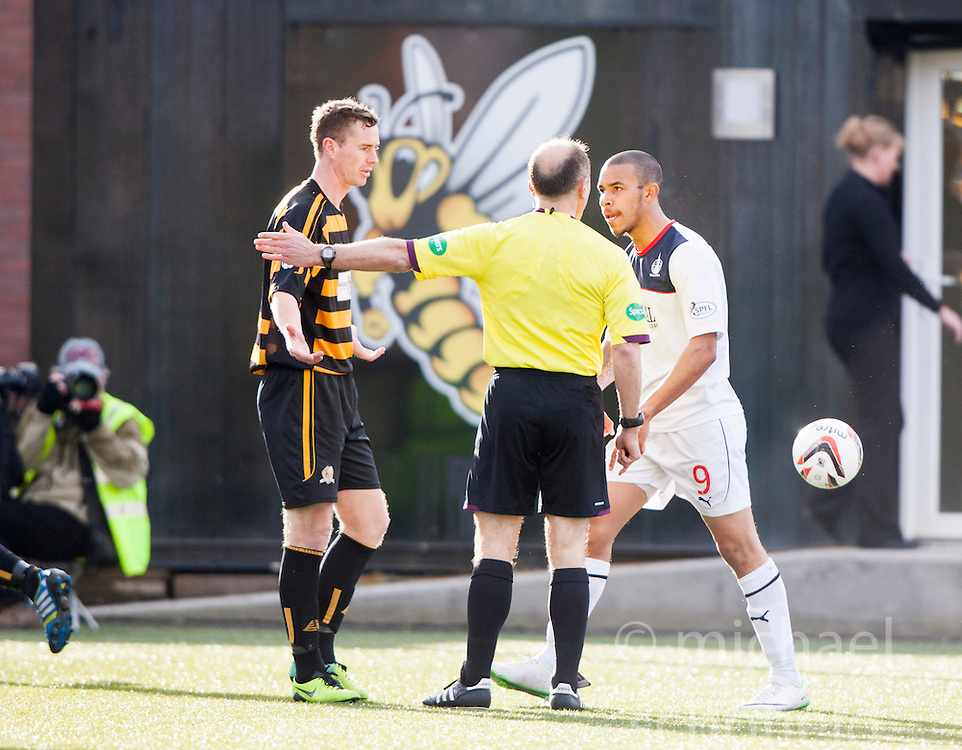 Falkirk's Phil Roberts shouts at ref Salmond.<br /> Alloa Athletic 3 v 0 Falkirk, Scottish Championship game played today at Alloa Athletic's home ground, Recreation Park.<br /> © Michael Schofield.