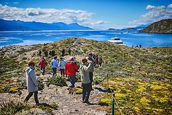 Turistas na Ilha Bridges no Canal de Beagle, na região de Ushuaia, Argentina. FOTO: Jefferson Bernardes/ Agência Preview