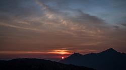 THEMENBILD - Sonnenaufgang über den Bergen der Alpen. Die Grossglockner Hochalpenstrasse verbindet die beiden Bundeslaender Salzburg und Kaernten mit einer Laenge von 48 Kilometer und ist als Erlebnisstrasse vorrangig von touristischer Bedeutung, aufgenommen am 06. August 2018 in Fusch an der Glocknerstrasse, Österreich // Sunrise over the mountains of the Alps. The Grossglockner High Alpine Road connects the two provinces of Salzburg and Carinthia with a length of 48 km and is as an adventure road priority of tourist interest, Fusch an der Glocknerstrasse, Austria on 2018/08/06. EXPA Pictures © 2018, PhotoCredit: EXPA/ JFK