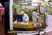 Oxford 2009-03-07. Miasto w południowej Anglli głównie znane jako siedziba Uniwersytetu Oxfordzkiego. Rzeźnik, Covered Market.