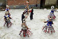 Chine. Province du Guizhou. Village de Xijiang. Miao a jupe de cent plis.// China. Guizhou province. Xijiang village. Skirt Miao.   Miao girls in traditional costume and silver hairdress