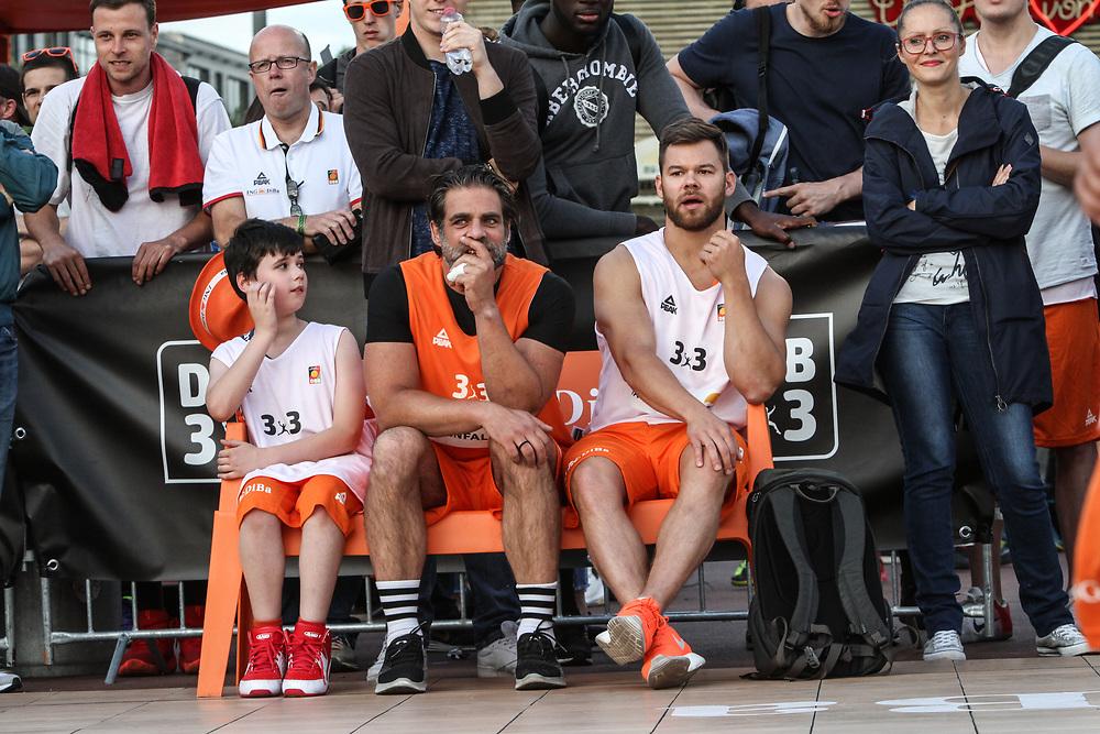 Basketball: ING-DiBa German Championship 3x3, Deutsche Meisterschaft, Hamburg, 05.08.2017<br /> Charity-Spiel: Schauspieler Carsten Spengemann (2.v.l.)<br /> (c) Torsten Helmke