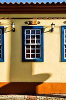 Detalhe de fachada de casa colonial na Enseada do Brito. Palhoça, Santa Catarina, Brasil. / Detail of a colonial architecture house facade at Enseada do Brito. Palhoca, Santa Catarina, Brazil.