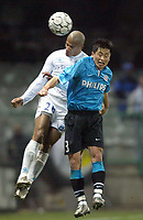 Fotball<br /> UEFA-cup<br /> Auxerre v PSV Eindhoven<br /> 11. mars 2004<br /> Foto: Digitalsport<br /> Norway Only<br /> <br /> JEAN JOEL PERRIER DOUMBE (AUX) / YOUNG PYO LEE (PSV)<br /> <br /> <br />  *** Local Caption *** 40001078
