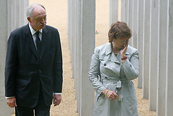 © under license to London News Pictures. London.  07/07/2011. Former Mayor of London Ken Livingstone and former Secretary for the Department of Culture Media and Sport Tessa Jowell. People pay their respects to the victims of the 7/7 bombings in London today (Thurs) by the Hyde Park Memorial on the 6th anniversary of the tragedy. Image of former Mayor of London Ken Livingstone and former Secretary for the Department of Culture Media and Sport Tessa Jowell.  See special instructions. Mandatory credit Neil Hall/London News Pictures.