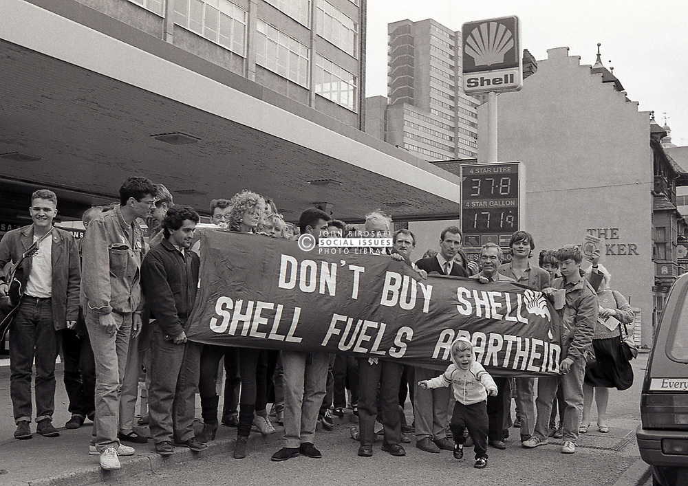 Tony Benn MP joins anti-apartheid picket of a Shell garage asking motorists to boycott it due to their involvement in South Africa. Nottingham UK May 1987