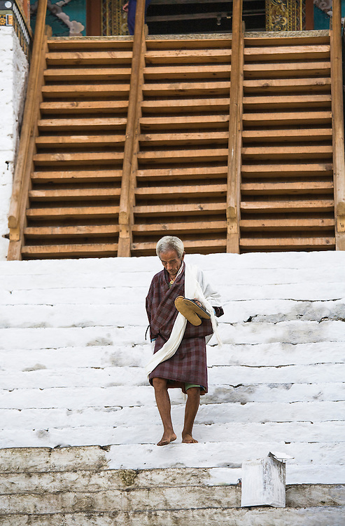 Punakha Dzong (17th c.); painting stairs for coronation of 5th king