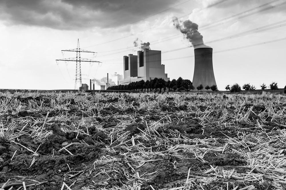 Grevenbroich, DEU, 25.07.2018<br /> <br /> Das Braunkohlekraftwerk Neurath, ein von der RWE Power AG mit Braunkohle betriebenes Grundlastkraftwerk in Grevenbroich (Rhein-Kreis Neuss) im Rheinischen Braunkohlerevier, ist das zweitleistungsstaerkste Kraftwerk Europas.<br /> <br /> The lignite power plant Neurath, a lignite-fired base load power plant operated by RWE Power AG in Grevenbroich, Germany (Rhein-Kreis Neuss) in the Rhenish lignite mining district, is Europe's second-largest power plant.<br /> <br /> <br /> Foto: Bernd Lauter/berndlauter.com
