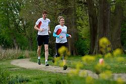 10-04-2014 NED: NY City Marathon training Vriendenloterij, Amsterdam<br /> In het Amsterdamse Vondelparkwerden de eerste meters ggelegd door de lopers van de vriendenloterij / Bas en Judith