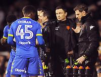 Football - 2017 / 2018 Sky bet Championship - Fulham v Leeds United<br /> <br /> Leeds Manager, Paul Heckingbottom talks to Caleb Ekuban, at Craven Cottage<br /> <br /> COLORSPORT/ANDREW COWIE