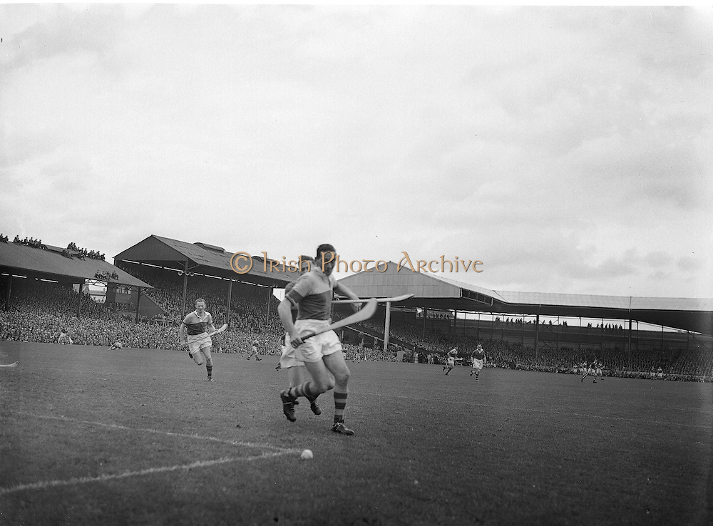 Neg No:.594/8096-8100,..5091954AISHCF,..05.09.1954, 09.05.1954, 5th September 1954,.All Ireland Senior Hurling Championship - Final,..Cork.1-9,.Wexford.1-6,...